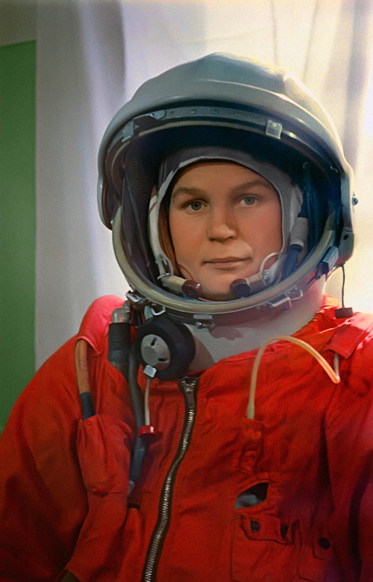 La cosmonauta sovietica Valentisna Tereshkova prima del lancio. Tereshkova fu la prima donna ad aver volato nello spazio