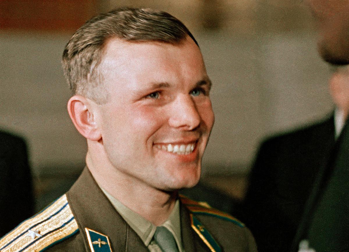 Heroj Sovjetskog Saveza, bojnik Jurij Aleksejevič Gagarin.