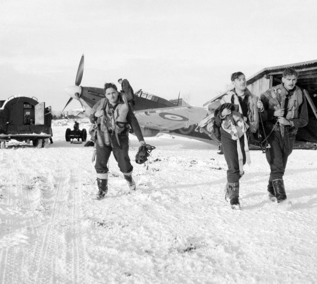 Британские летчики в СССР осенью 1941 года.