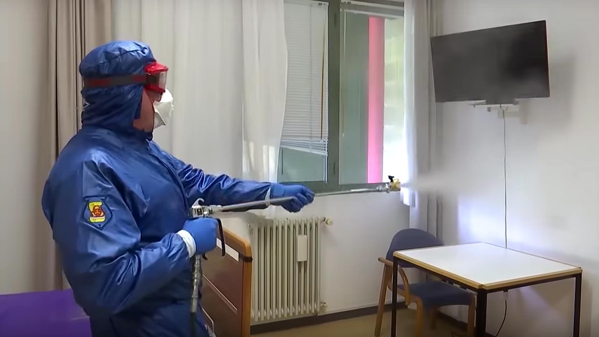 ロシアの専門家らはロンバルディア州の病院の消毒作業を行っている。