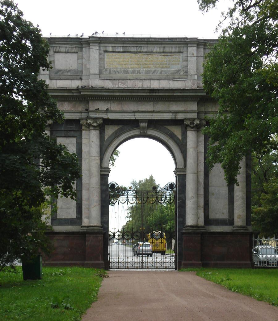 Palais Catherine à Tsarskoïé Selo et arc de triomphe