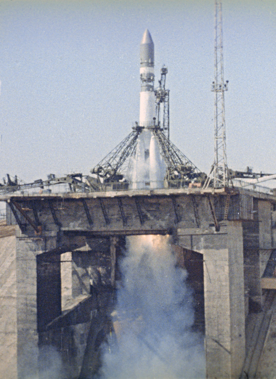 Lansiranje vesoljskega plovila Vostok-1 s prvim kozmonavtom Jurijem Gagarinom na krovu, 12. aprila 1961