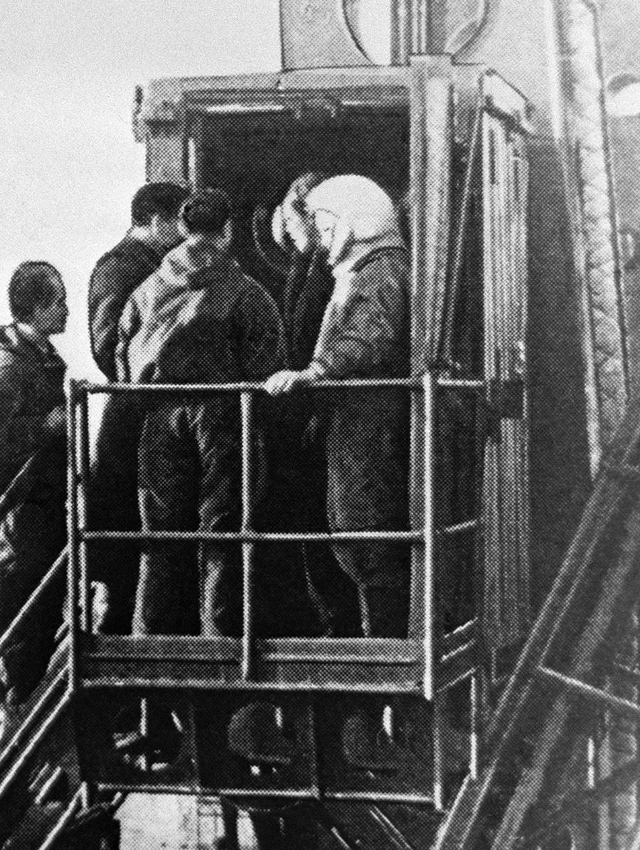 Gagarin tik pred vzletom Vostoka s kozmodroma Bajkonur