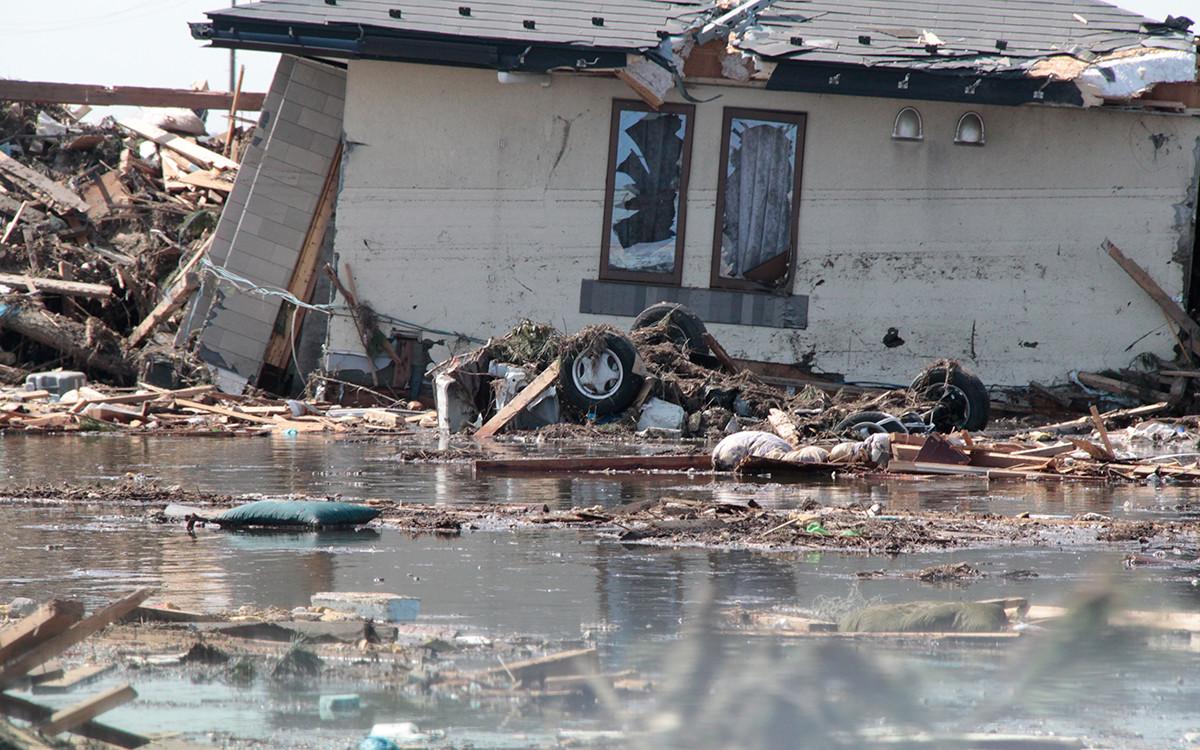 Последиците от земетресението и цунамито в Сендай, на 300 км от Токио, Япония