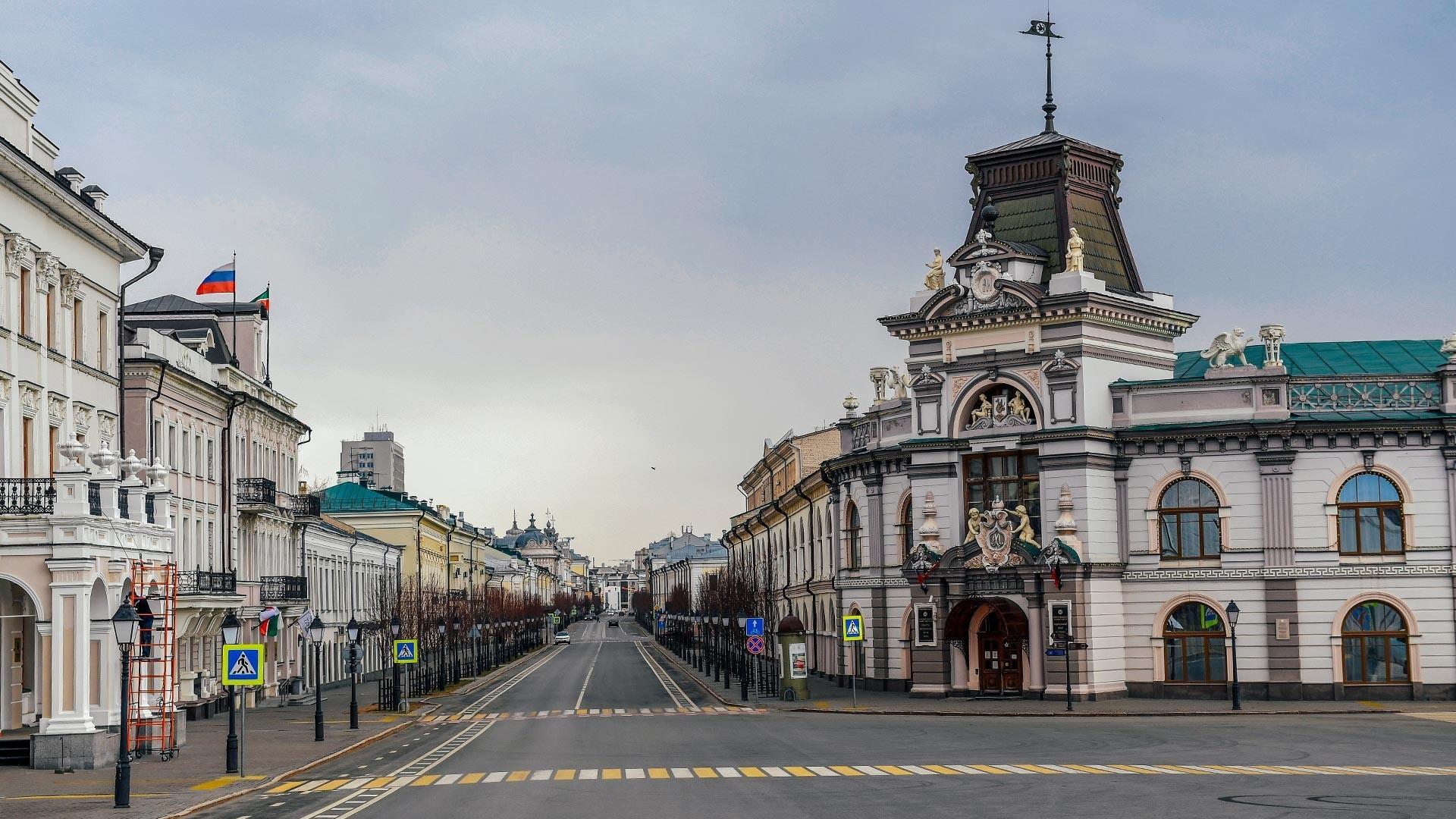Ulica Kremlja v Kazanu. Ponavadi tukaj mrgoli ljudi.