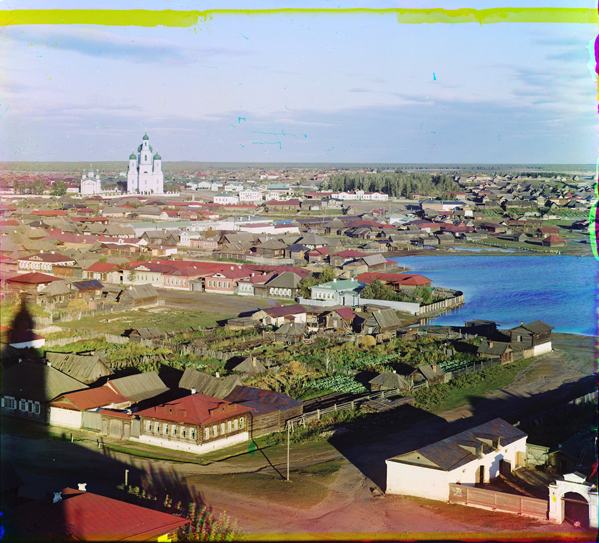 Kasli. View east from Dormition Church bell tower (demolished). Houses with garden plots. Right: factory pond. Background: Church of St. Nicholas (left), Church of the Ascension. Summer 1909