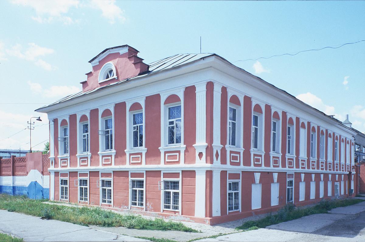 M. V. Golovanov house. Now Radio Factory Museum, Soviet Street No. 28. July 14, 2003