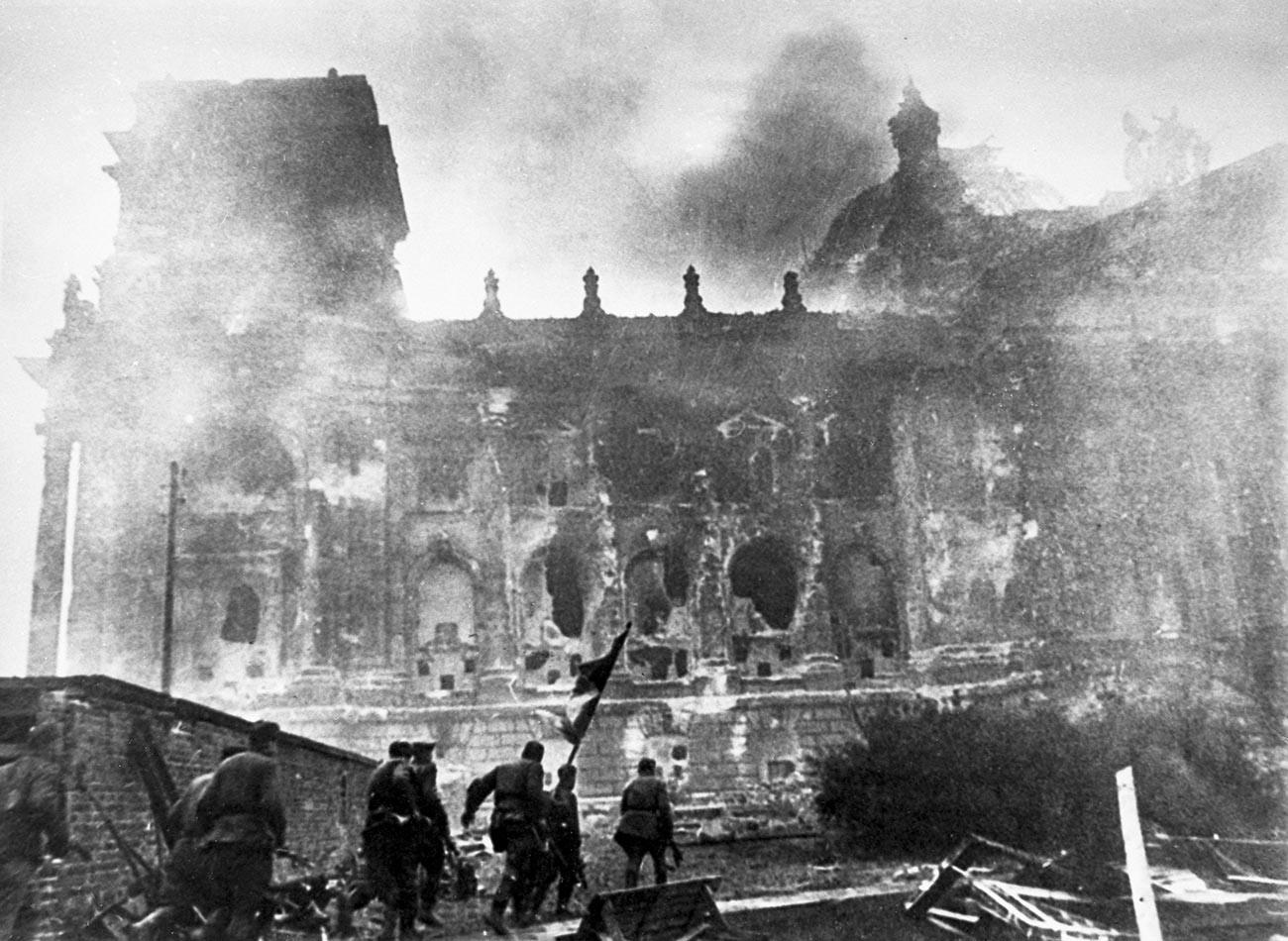 Juriš na Reichstag, 1945