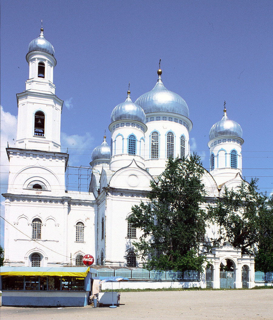 Cerkev vstajenja in zvonik. Južni pogled, Sveta vrata. 14. julij 2003