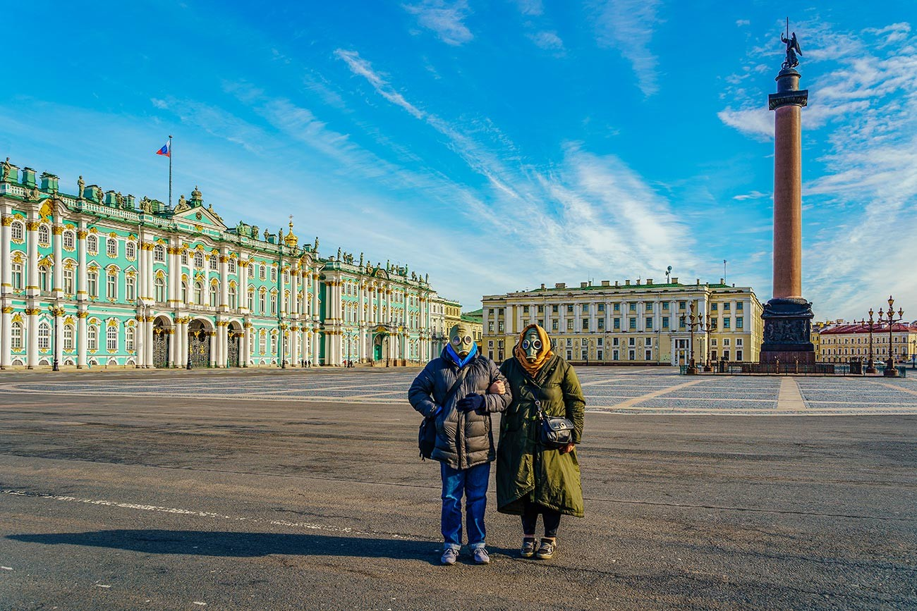 Дворцовият площад в Санкт Петербург
