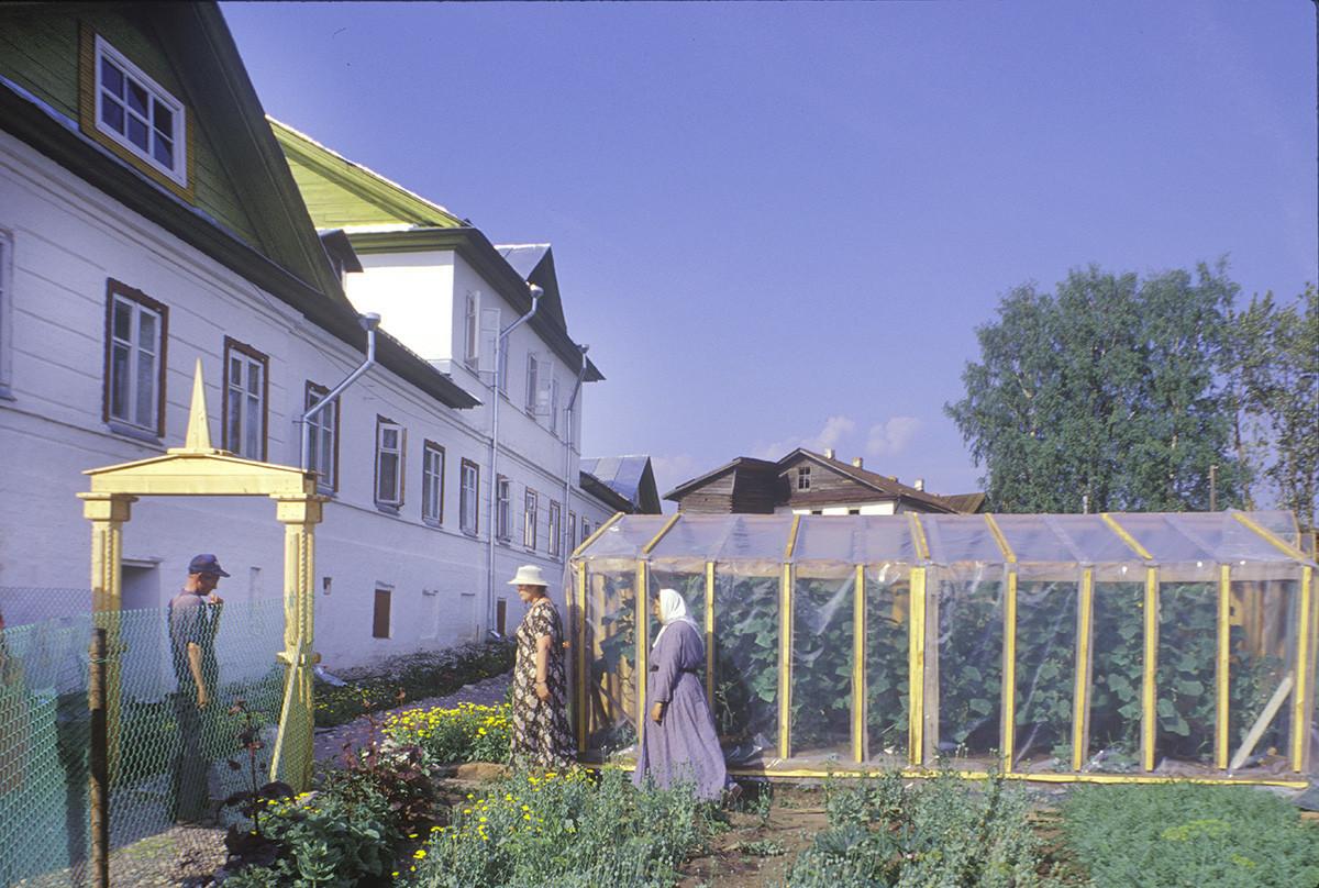 Convento de la Resurrección. Claustros norte y parcelas de jardín. 14 de julio de 1999.