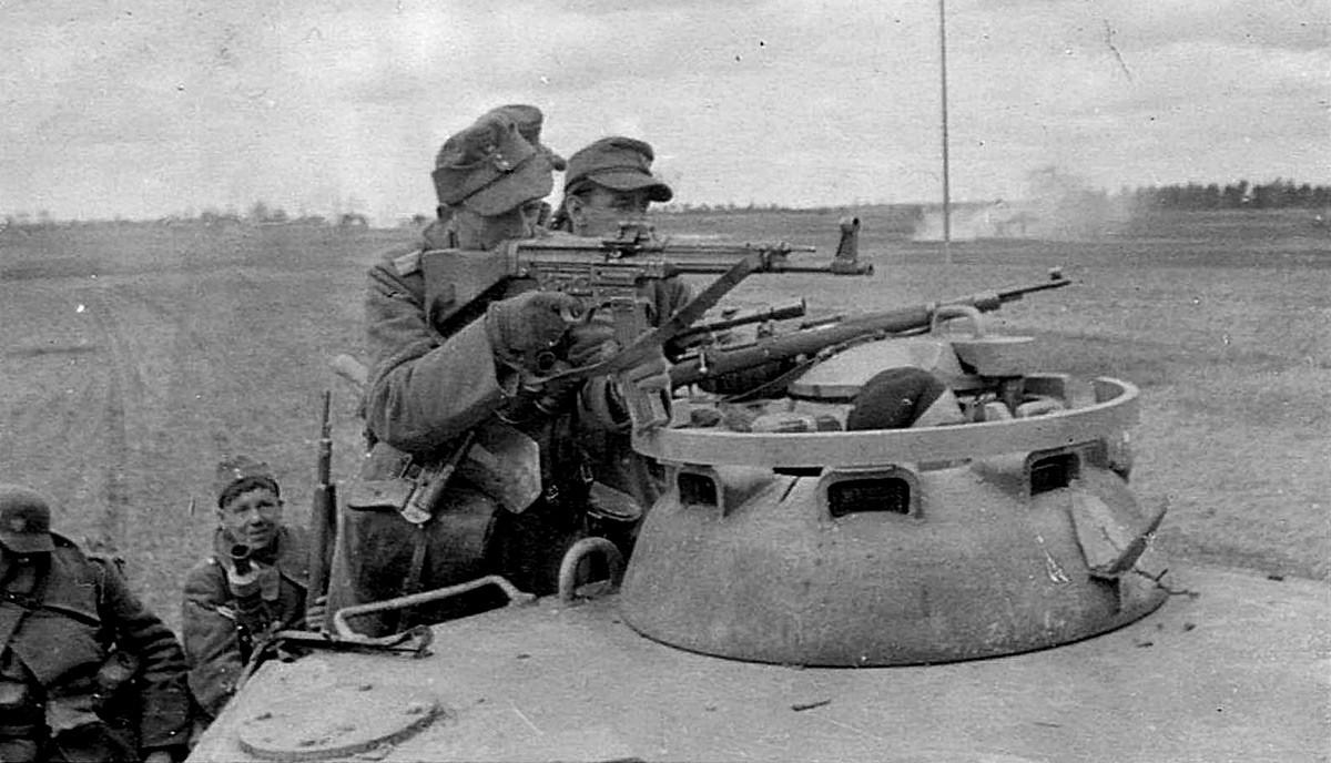 Солдаты дивизии СС «Викинг» в 1944 году.