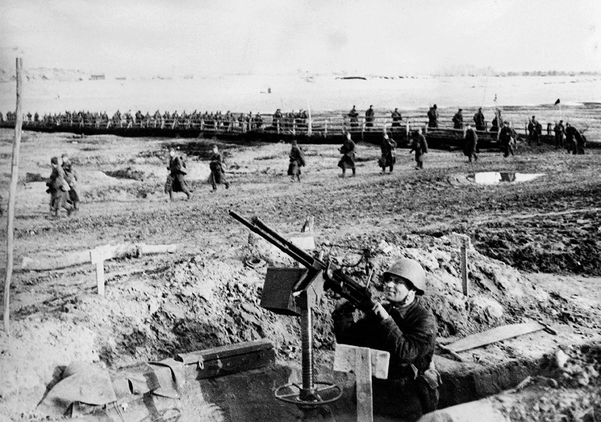 Советские войска в ходе битвы за Сталинград.