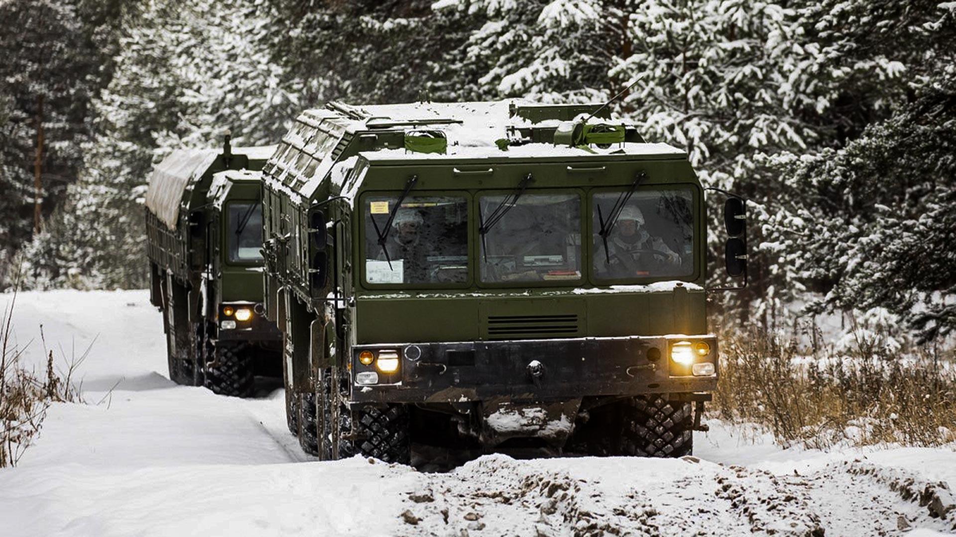 """Војна вежба посада ракетних система """"Искандер-М"""" у Централном војном округу."""