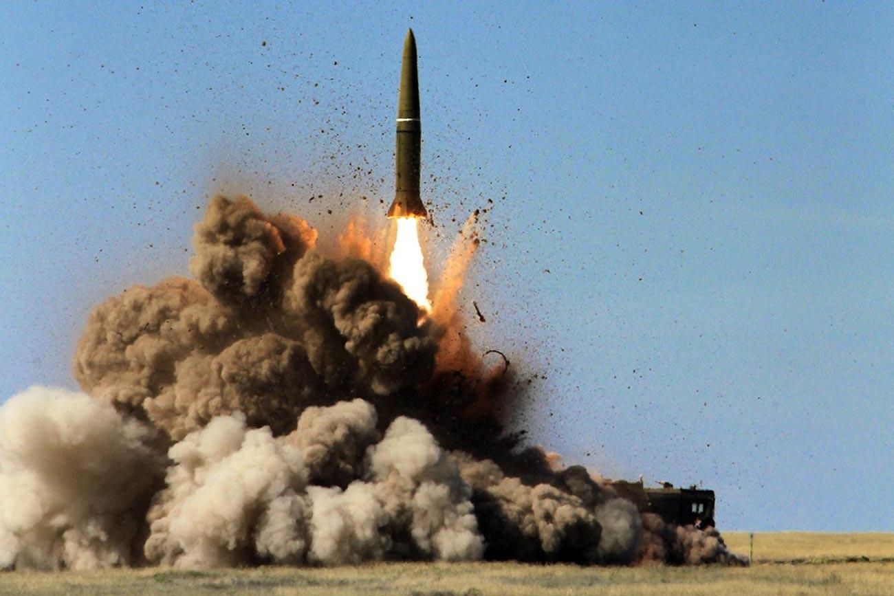"""Лансирање балистичких ракета """"Искандер-М""""."""