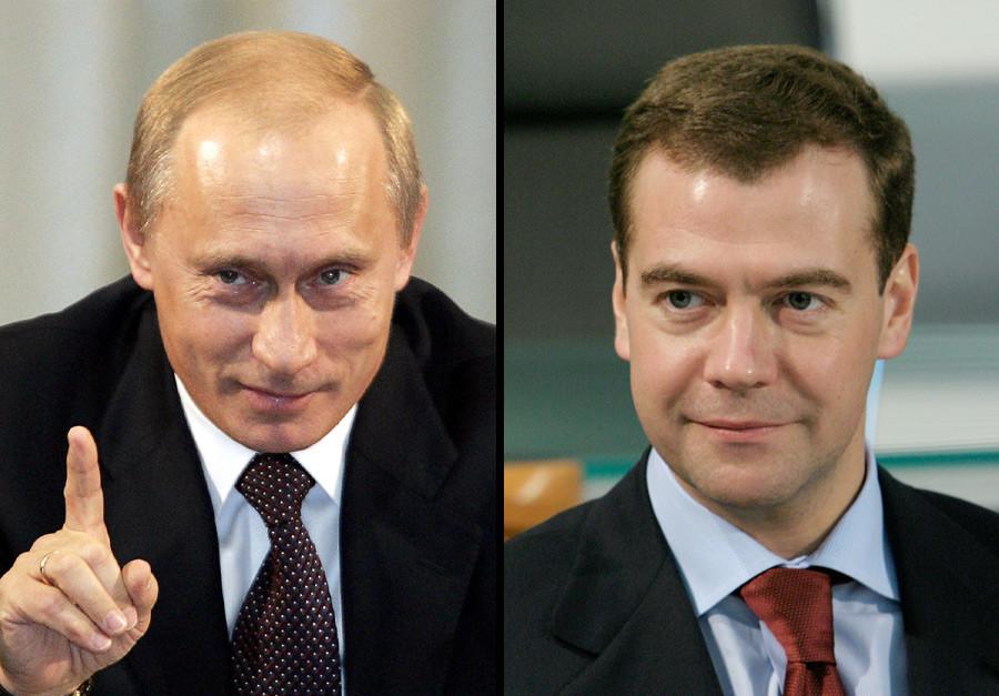 Vladimir Putin (kiri) dan Dmitri Medvedev.