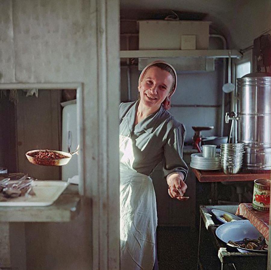 La gerente del comedor, María Iónova en la región de Novosibirsk, 1961