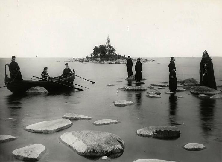 Монахи на озере. Коневский монастырь, 1895-1905