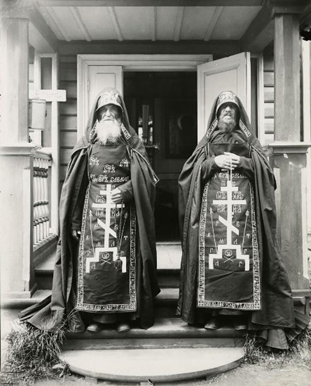 Монахи-схимники Успенского монастыря, 1892 год