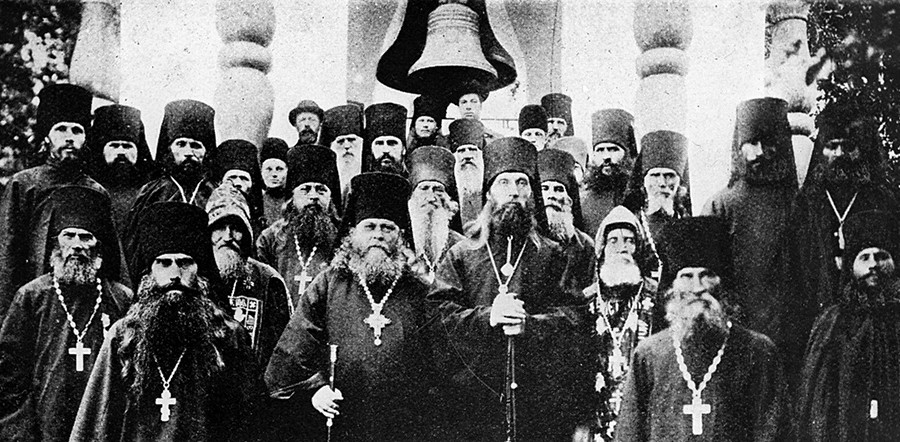 Ioannikiy (Yusov), abbot of the Solovetsky monastery, with monks, 1900-1917