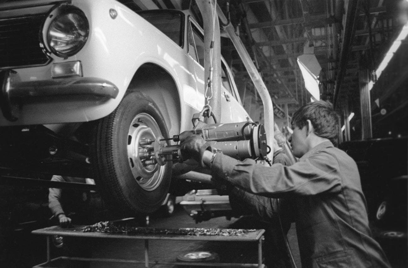 ヴォルガ自動車工場の製造工程
