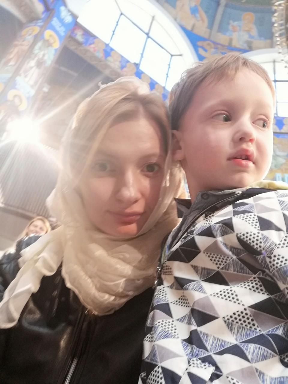 Ања со синчето Марко на велигденска служба 2019 година