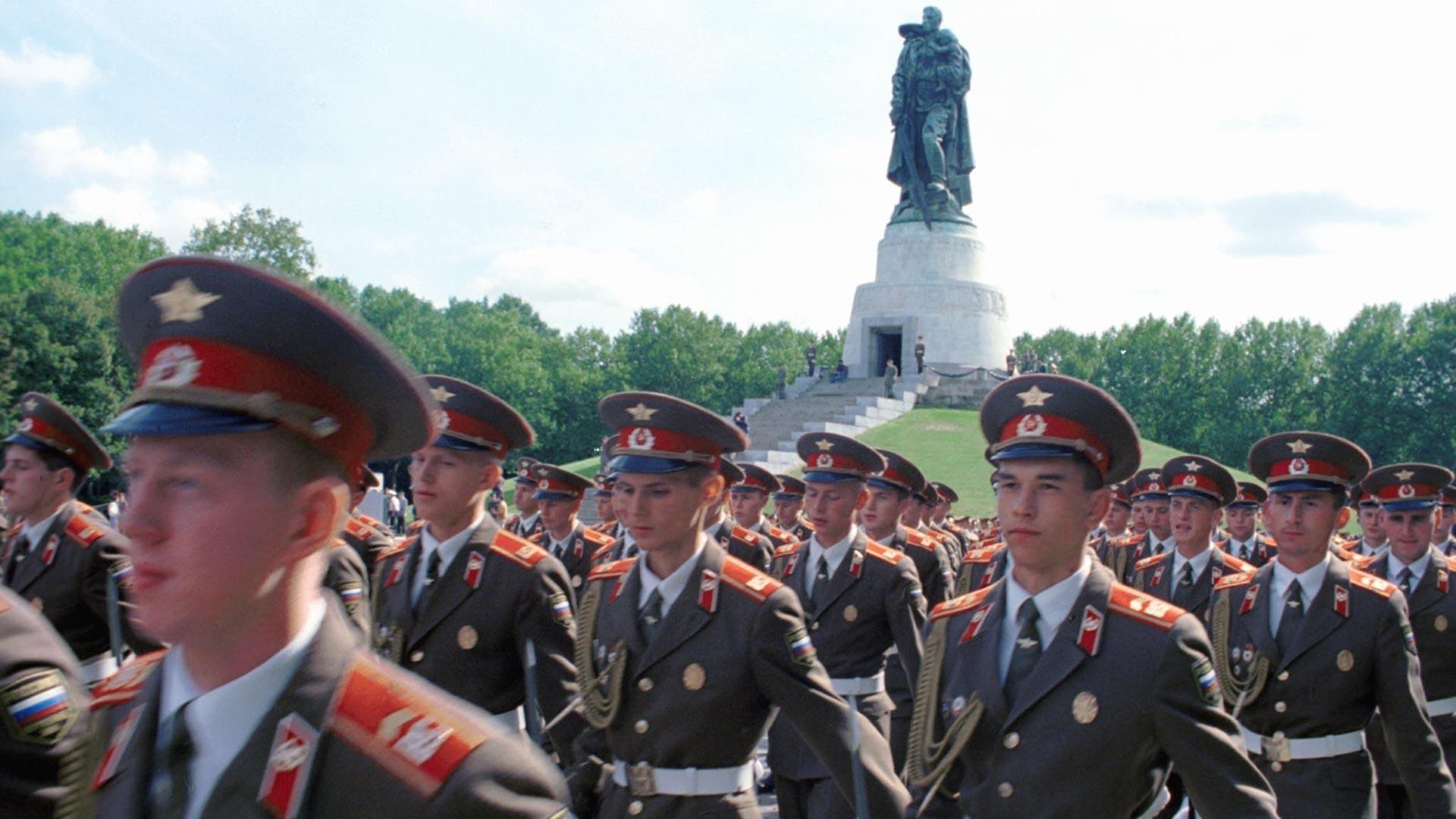 Последните руски војници ја напуштаат Германија, 1994 година