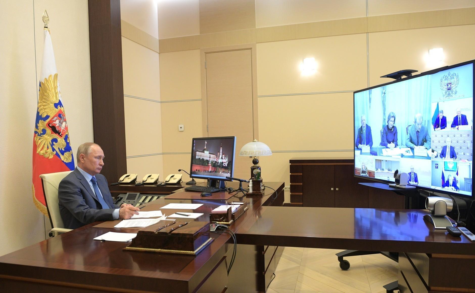 Vladimir Putin na sestanku, posvečenem sanitarno-epidemiološkim razmeram v Rusiji