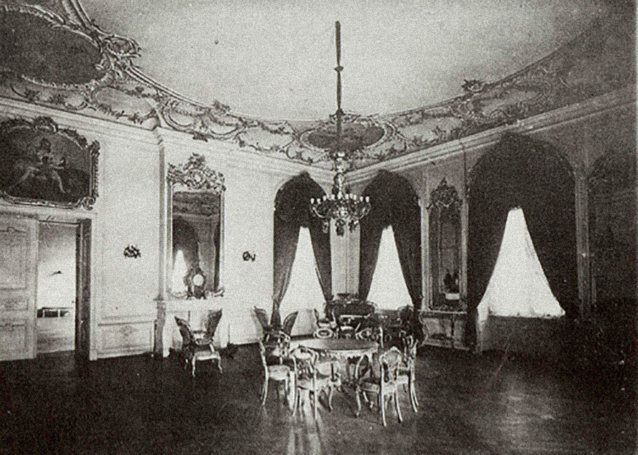 Интерьер дворца в Митаве.