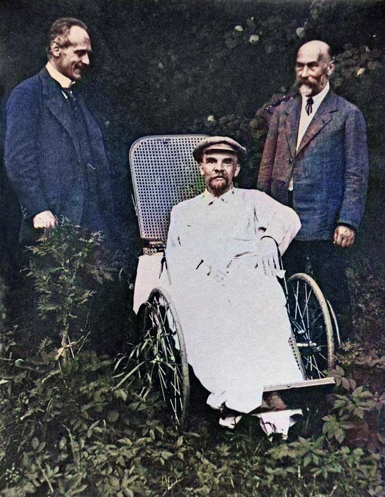 ゴールキ別荘、1923年。ウラジーミル・レーニンの最後の写真の一つ