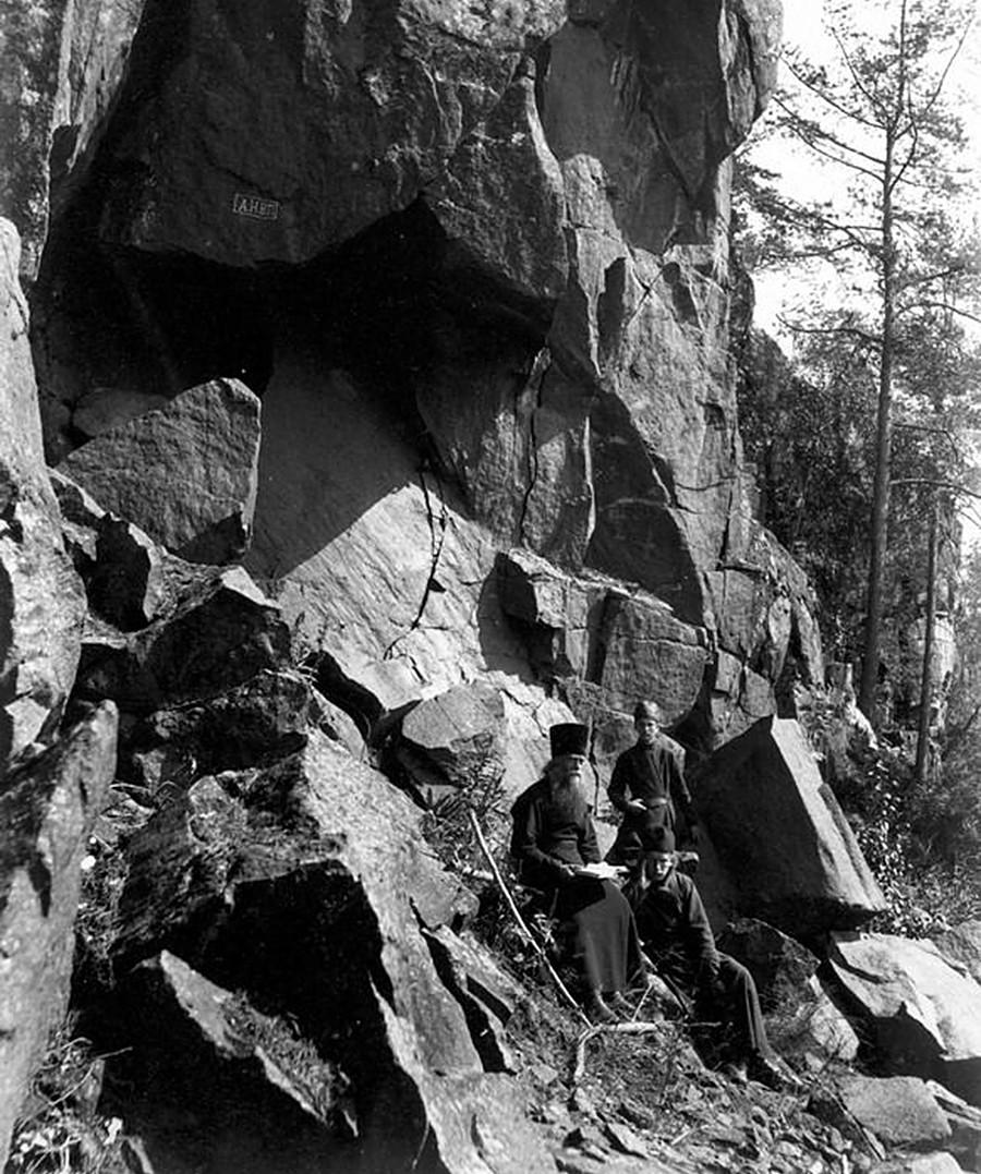 Moines sur l'île de Valaam. Années 1900