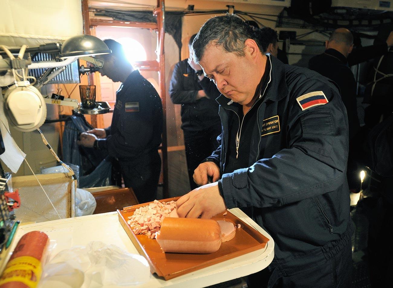 Préparation pour l'expédition Barneo-2017, au pôle Nord