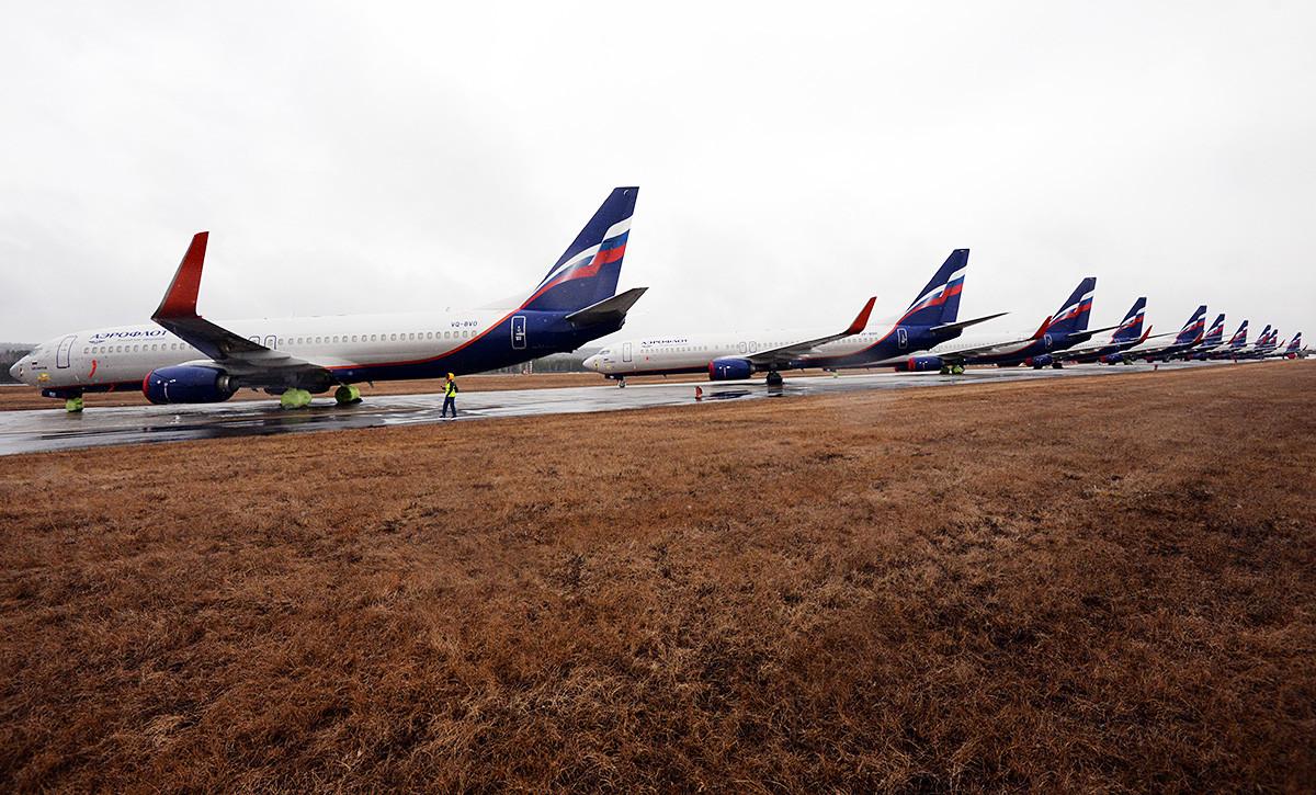 Pesawat-pesawat Aeroflot di Krasnoyarsk, Siberia.