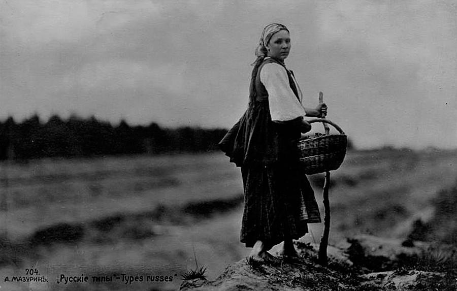 Eine russische Frau auf einem Feld