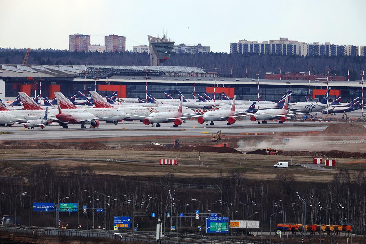 Letala letalskih prevoznikov Rossija in Aeroflot na letališču Šeremetjevo.