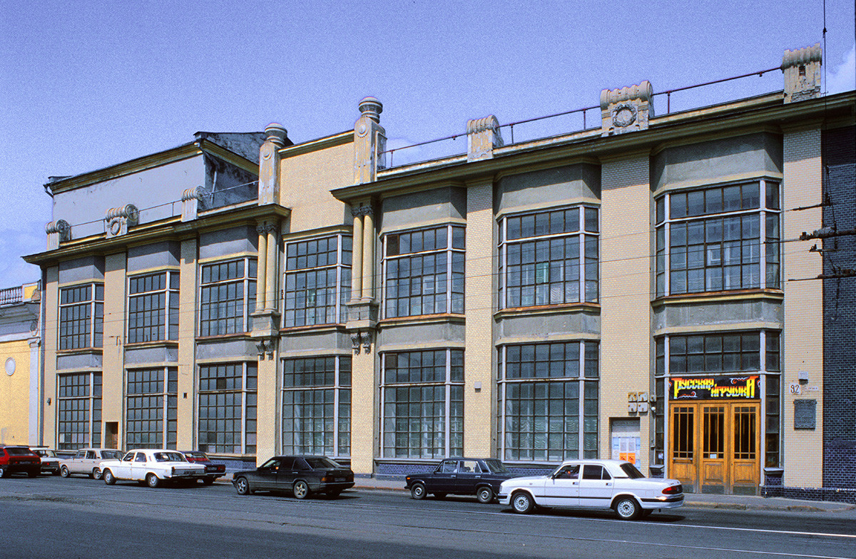 Yalyshev department store, early 20th century. Its modernistic style exemplifies the rapid growth of Chelyabinsk before World War I. July 12, 2003.