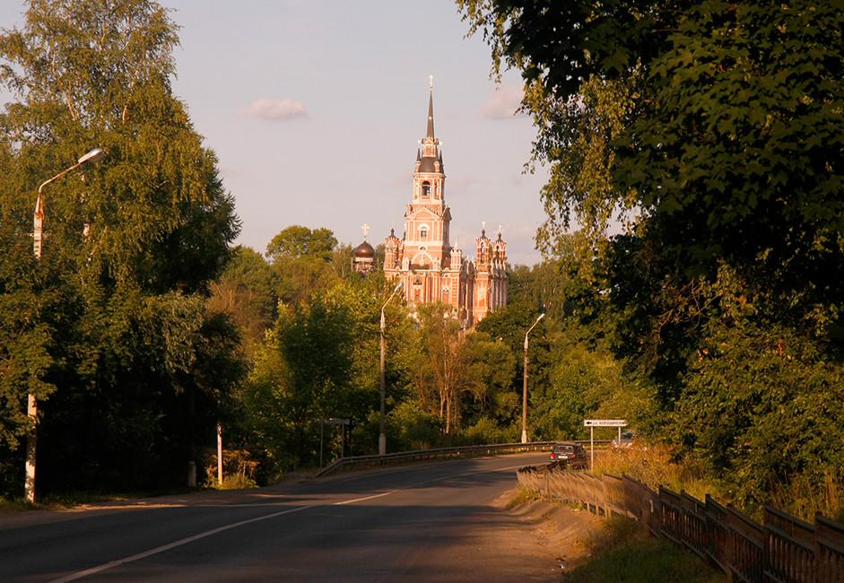 Mesto Možajsk leži 100 km zahodno od Moskve. V kronikah ga prvič omenjajo leta 1231, ime