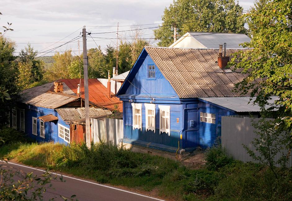 Možajsk leži na vrhu hriba, zato je hoja po mestu zelo zanimiva in precej športnega značaja.