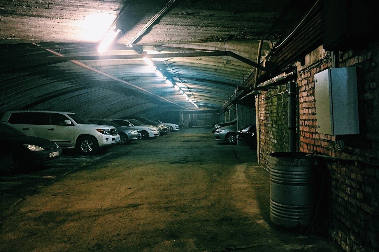 Образцово-Перспективный Жилой Район Северное Чертаново. Подземный гараж под домом 2.