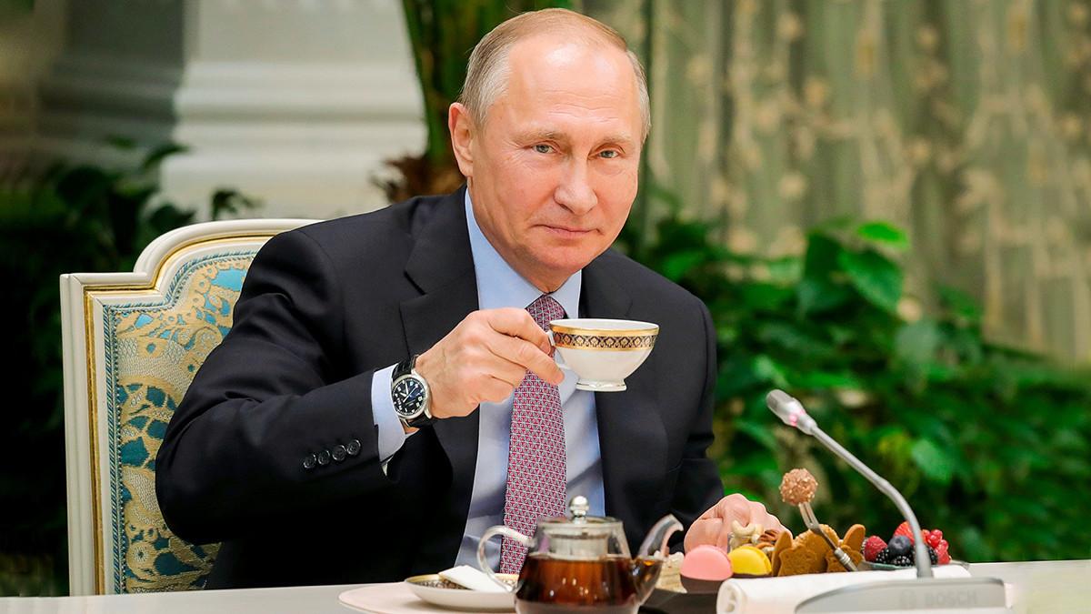 Vladimir Putin drinking tea