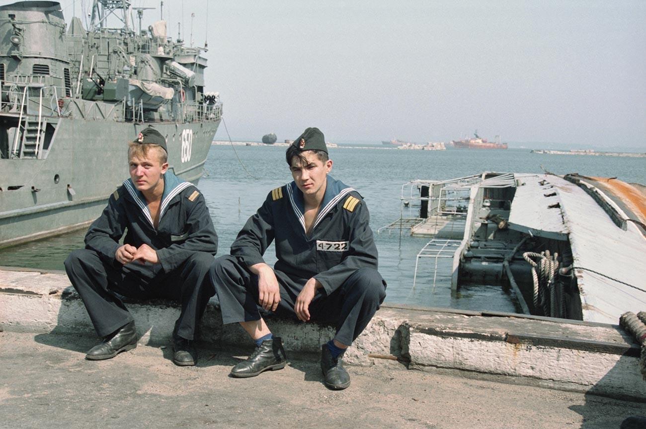 Le retrait des troupes russes d'Estonie. Le dernier navire russe dans le port de Miinisadam, près de Tallinn.