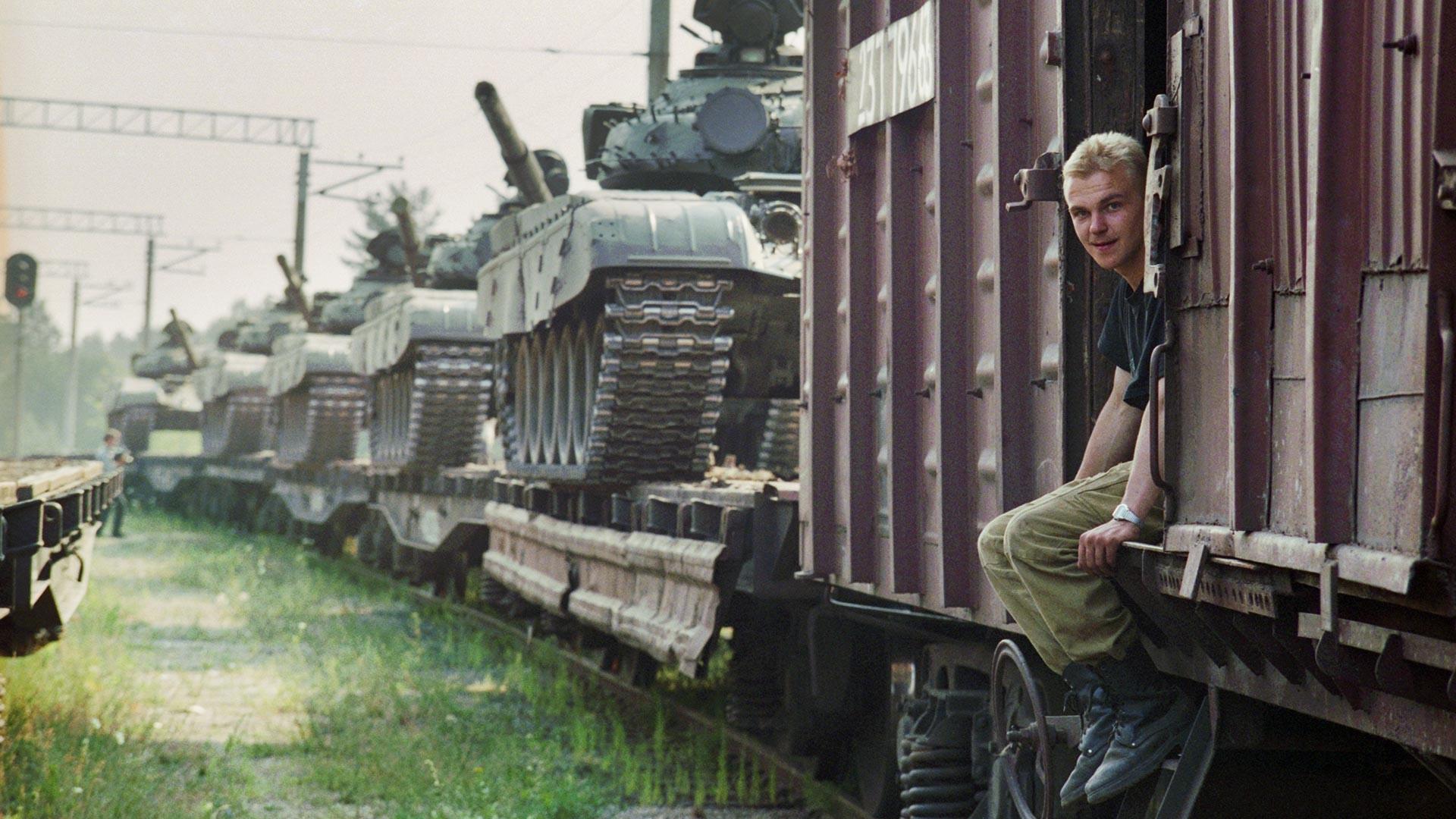 Retrait des troupes de Lettonie. Un échelon se préparant au départ vers la Russie.