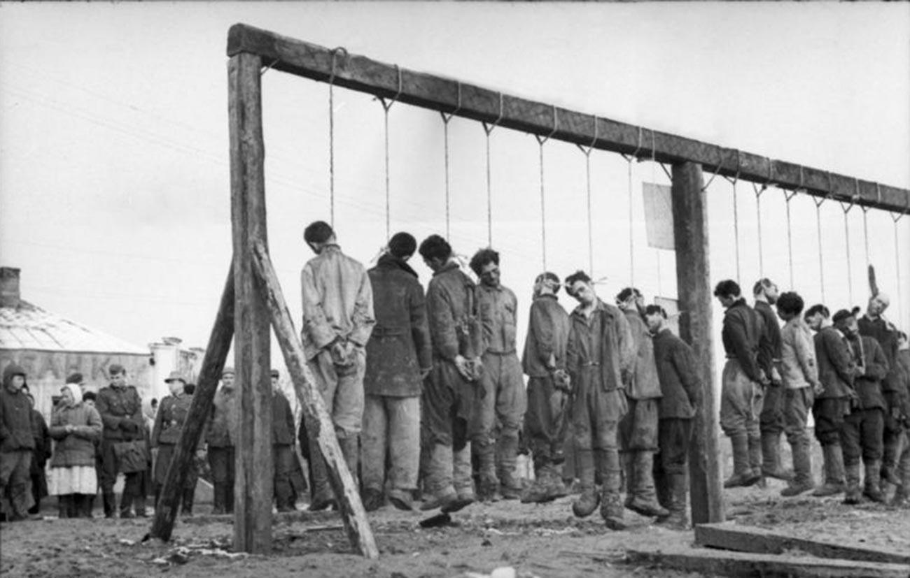 Die Hinrichtung von Partisanen im Winter 1943.