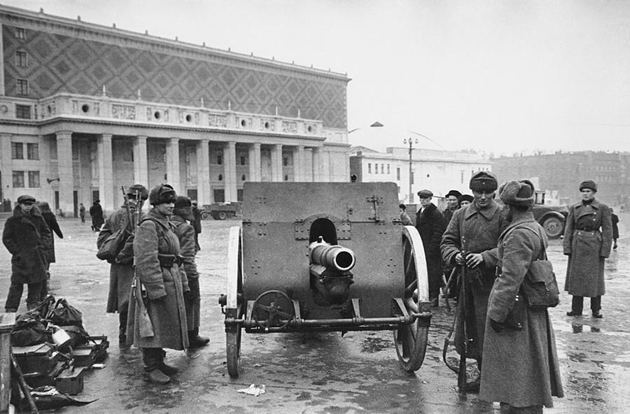 Majakowski-Platz (heute Triumfalnaоa-Platz), 1941