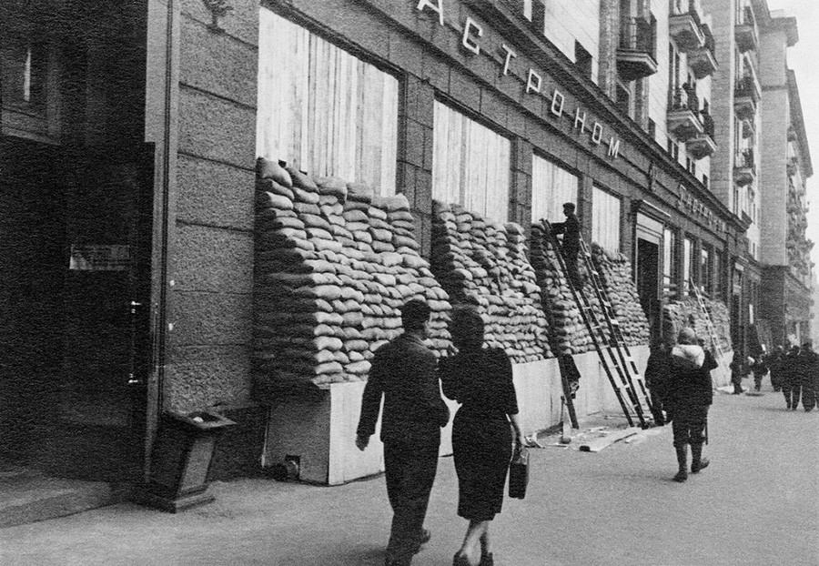 Ein Lebensmittelgeschäft in der Gorki-Straße (heute Twerskaja)