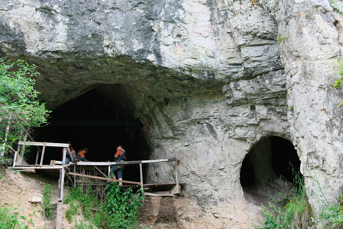 The entrance to the Denisova cave