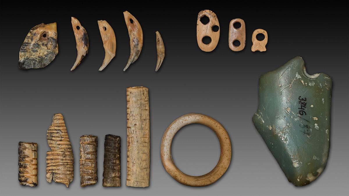 Denisova Cave pendants notched bones