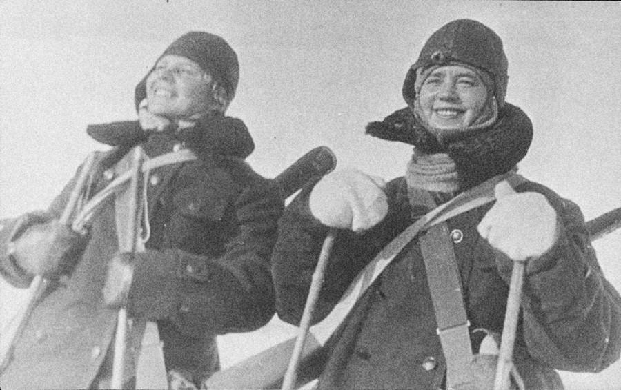 Des athlètes de ski de fond