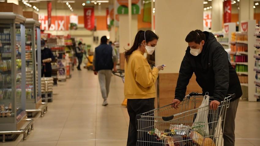 Queda de rendimentos devida a lockdown imposto contra coronavírus já começa a afetar economia dos russos.