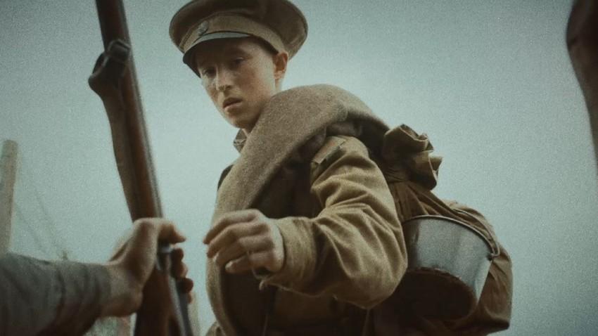 """Cena do filme """"Russian youth"""""""